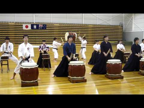 Wadaiko - Japanese martial arts students taiko drumming