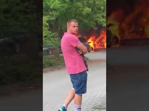 Brennende Autos in Köthen vor Trauermarsch  (10.09.2018)