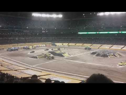Monster Jam Toronto 2018 Round 1 Gas Monkey Garage vs Xtreme Diesel