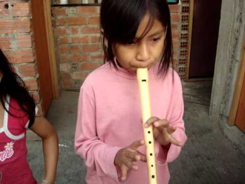 Tocando la flauta - 2 4