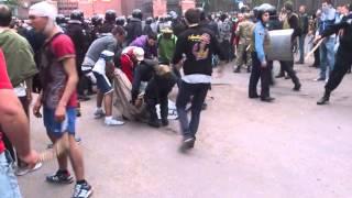 Одесса, 2 мая, Куликово поле, Дом профсоюзов с обратной стороны выносят трупы