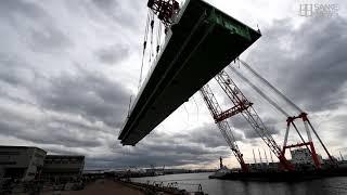 タンカー衝突の関空連絡橋 新しい橋桁運び出し