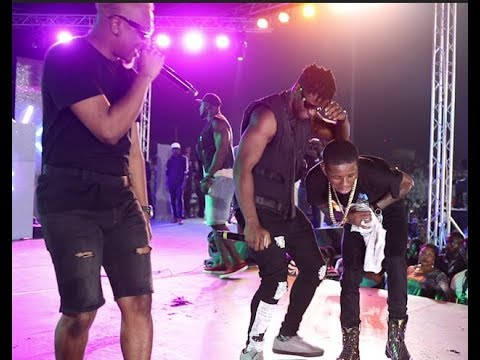 Crowd go crazy as Reminisce joins Small doctor and Oladips on stage at Omo better concert