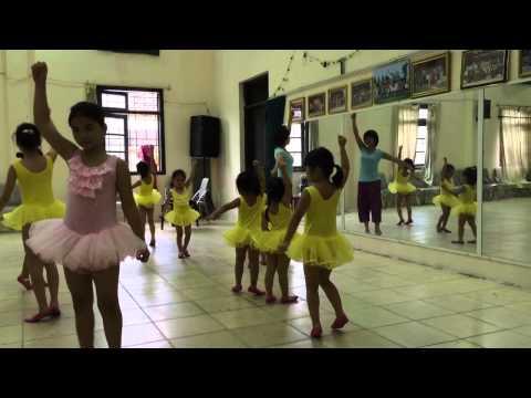Na Nhím Bống múa Bảy sắc cầu vồng