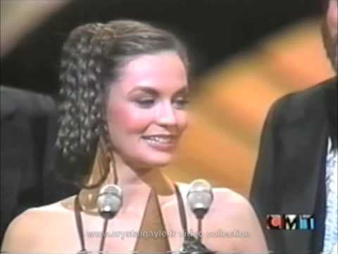 Crystal Gayle - Country music career