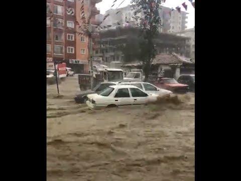 Ankara Mamak Boğaziçi Mahallesi'nde Sel Suları Araçları Sürüklüyor   05 05 2018