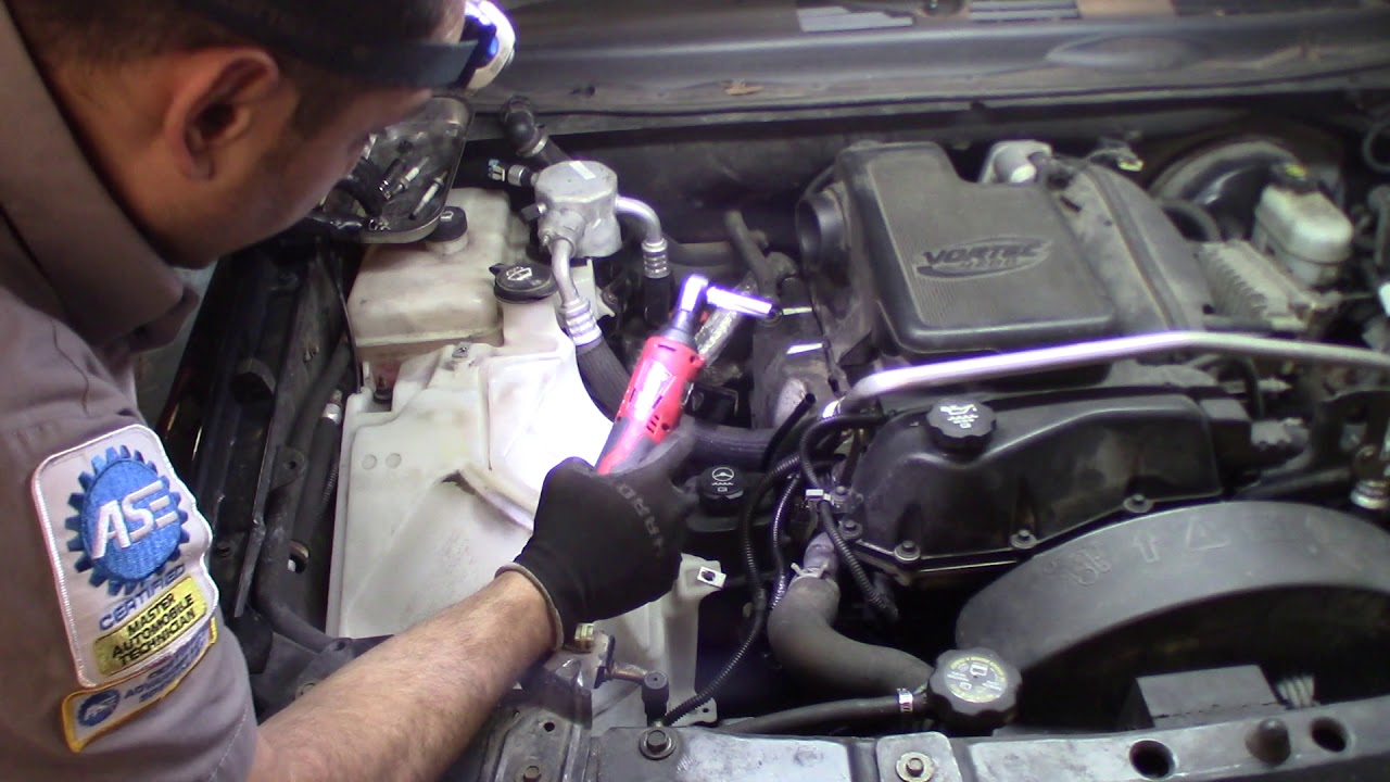 hight resolution of 2005 trailblazer 4 2l how to remove the exhaust manifold damaged o2 thread