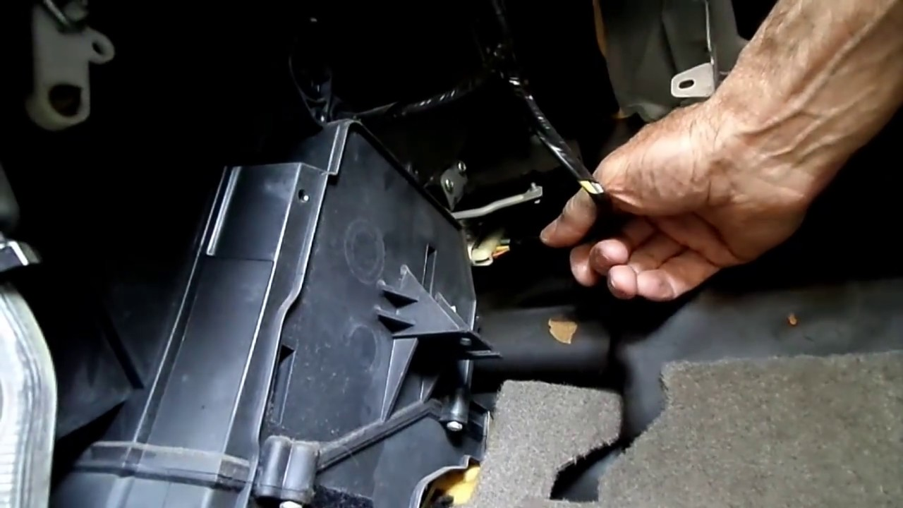 saturn l blower motor resistor removal [ 1280 x 720 Pixel ]