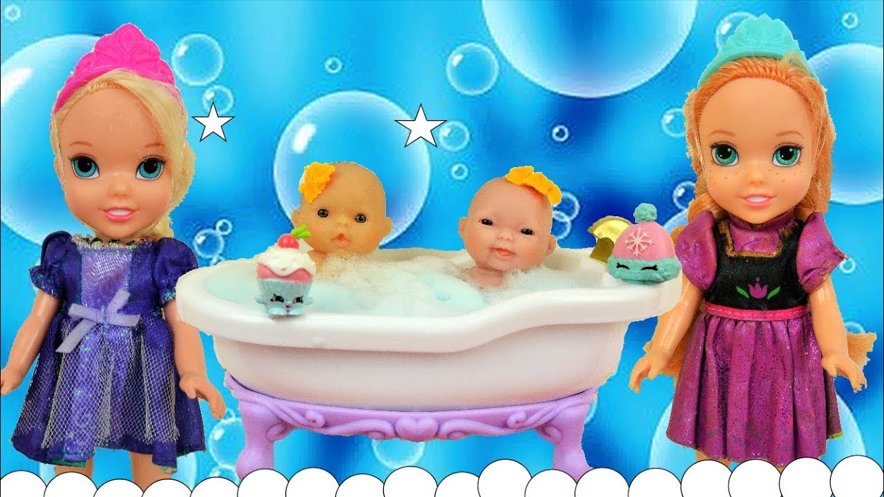 Anna and Elsa Toddlers Play with their Dolls - Elsya and Annya ...
