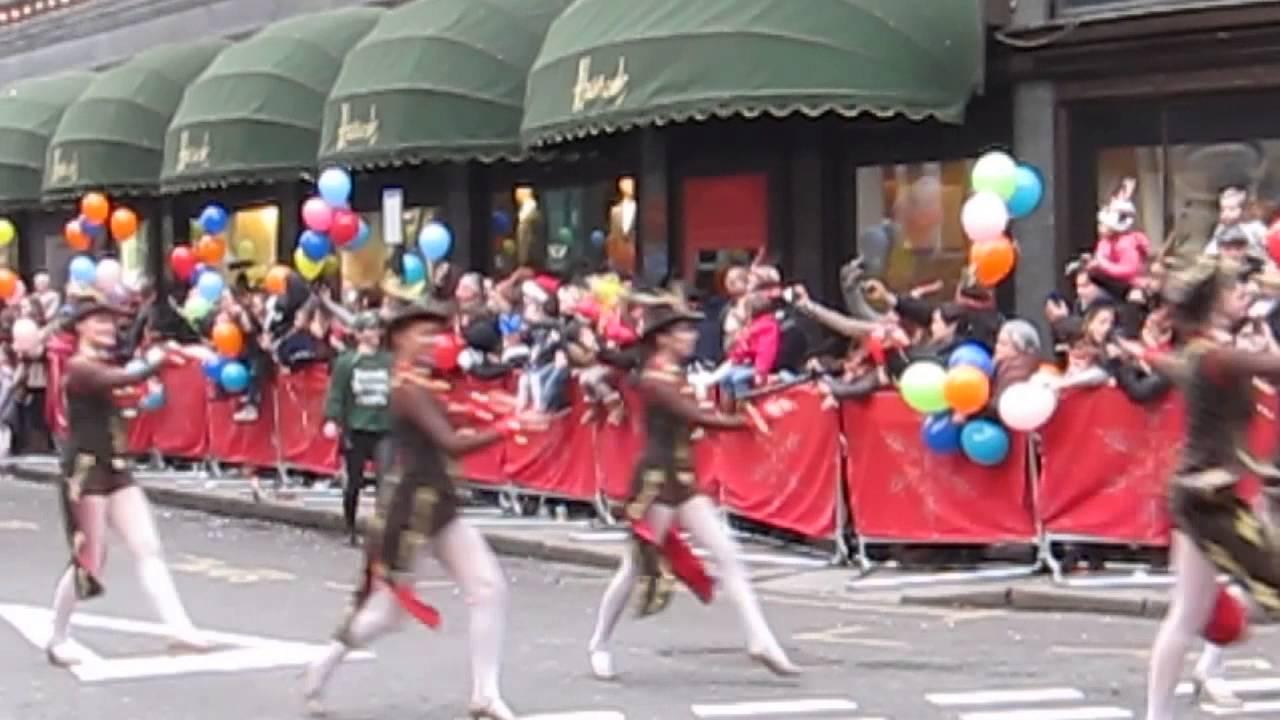 Harrods Father Christmas Parade 2020   Hgxxxz