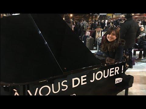 パリの駅ピアノでトルコ行進曲弾いてみた Turkish March at the station in Paris!