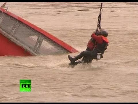 Dramatic footage: Helicopter rescue of man from sinking boat in Croatia