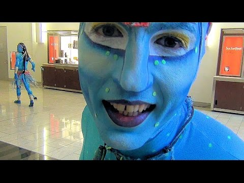 Avatar Aliens Invade Chicago's Loop  SLO MO - Cirque du Soleil - Toruk the First Flight