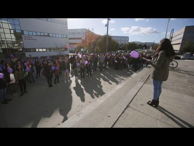 Globos violetas contra a violencia machista no campus de Pontevedra