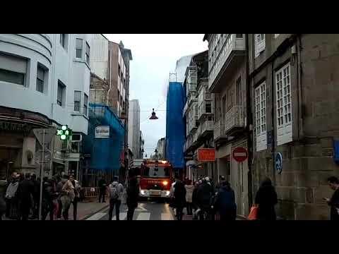 Los bomberos sofocan un incendio iniciado en el cableado eléctrico de una obra en la calle Oliva