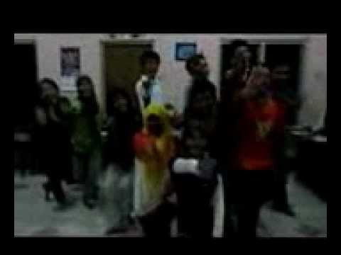 Boost the Students' Spirit through Singing and Danci