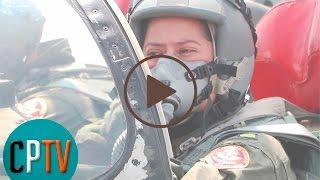 Salvadoreña primera mujer piloto de combate
