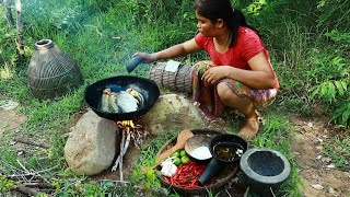 Primitive In forest one - woman finding fish - Cook  fish Eating delicious