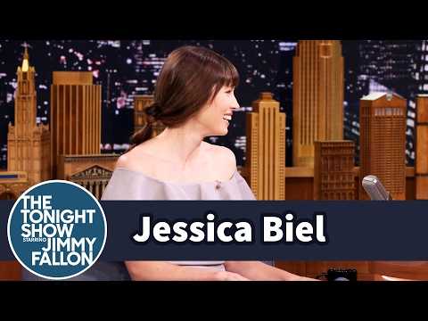 Jessica Biel Eats In The Shower