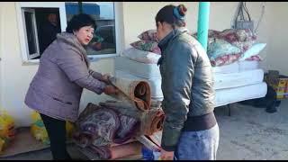В Актау общественный фонд раздал жителям дач ковры и матрацы
