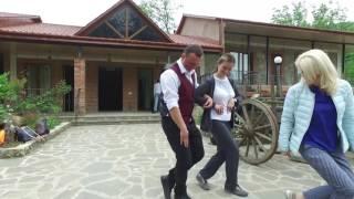 �������� ���� Приключение в пути: Танцующие официанты в Грузии ������