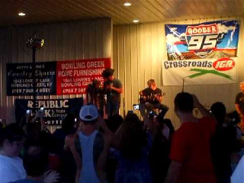 95 Live - Drunk Guy Dances With Chuck Wicks