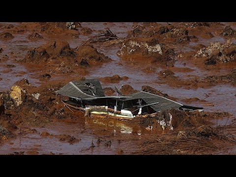 Kenyan dam bursts causing huge destruction