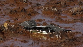 Kenyan dam bursts causing huge destruction