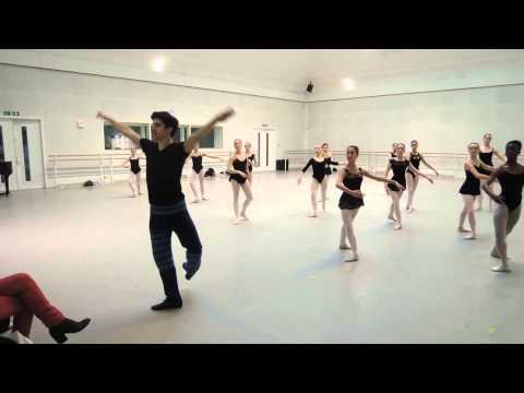 Federico Bonelli teaches for Dance Forward