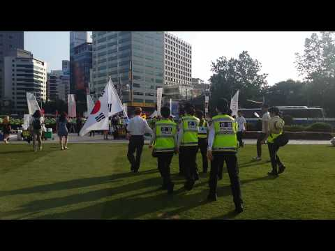 Seoul police remove homophobes from pride festival