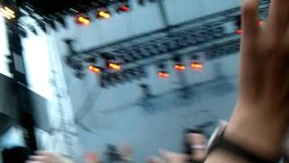 """Crystal Castles playing """"Courtship Dating"""" @ Lollapalooza 2009"""
