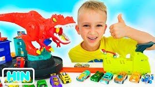 व्लाद और निकिता खिलौना कारों के साथ खेलते हैं | हॉट व्हील्स सिटी
