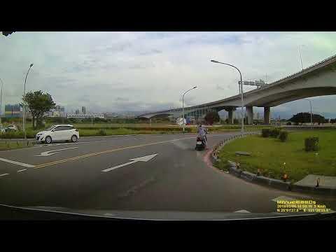 新莊 重新堤外道 17號越堤道 車禍 28秒開始.mp4 | WoWtchout