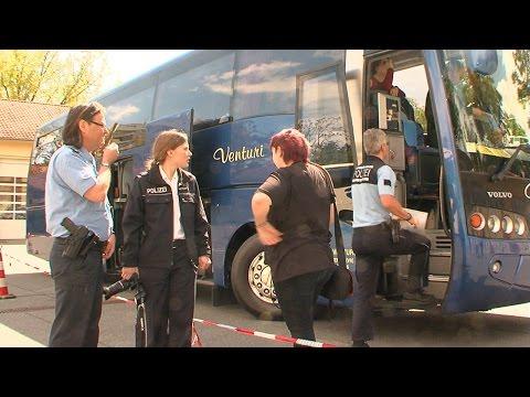 Polizei und Zoll werden bei Buskontrollen auf A5 bei Darmstadt fündig