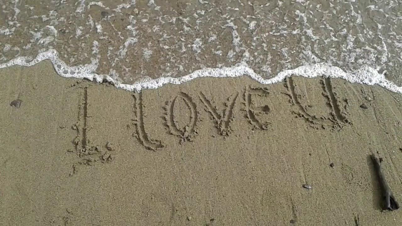 Tulisani l love you di pasir keren romantis