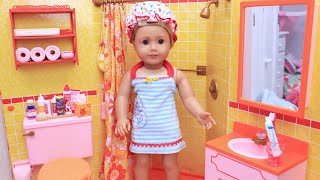 American Girl Doll Morning Routine in Yellow Bathroom - Play Toys!