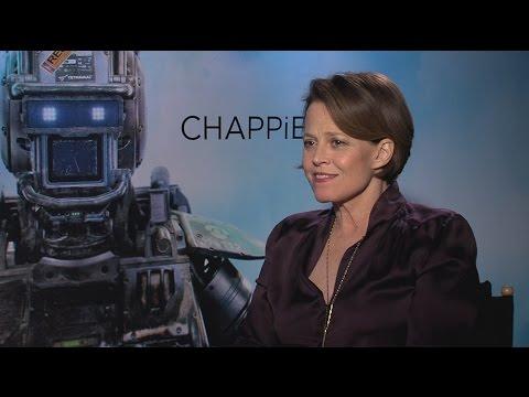 "Sigourney Weaver Says 'Avatar' Sequels Artwork Is ""Mind-Blowing"""