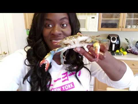 How to Clean Live Blue Crabs - Cook with us tutorial