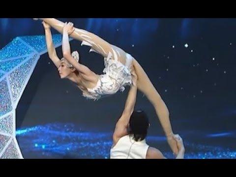 Acrobatie: un ballet réalisé sur les épaules
