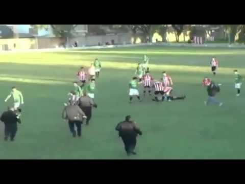 Футболист нокаутировал арбитра / The football player knocks out the arbitrator