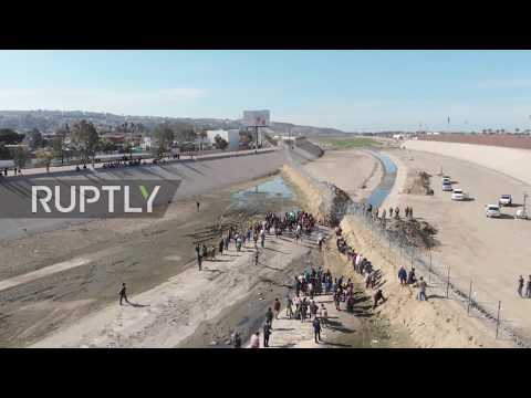 Mexico: US police fire teargas as migrants try to breach border fence