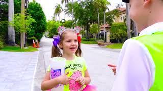 Катя как полицейская помогает Максу с его поведением