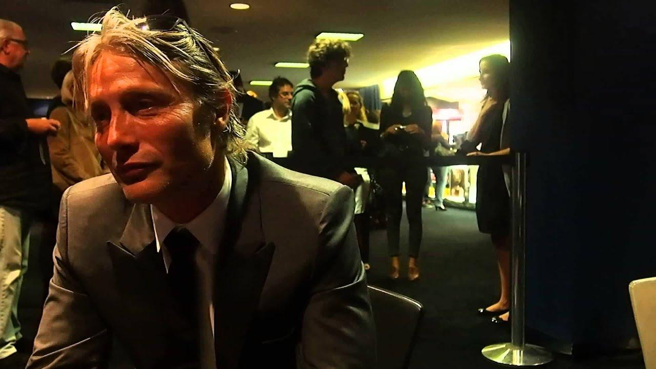 Mads Mikkelsen interview in Paris - YouTube