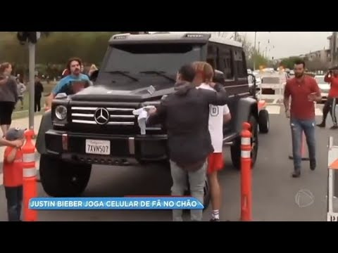 Justin Bieber joga celular de fã no chão