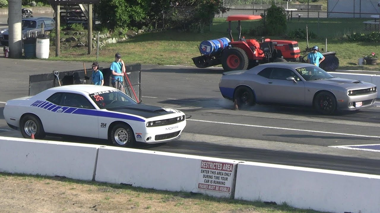 Dodge Challenger Drag Pak Takes On Hellcat In Quarter-Mile