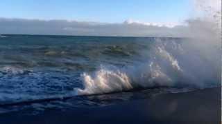 Шторм.Ялта.Накрыло.(Как обычно осенью в ноябре в Ялте штормит.Некоторые снимают фото,кто-то видео.А другие лезут под волны.В..., 2012-11-20T15:54:13.000Z)