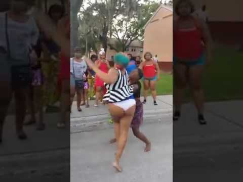 Girls from the hood fisting fighting