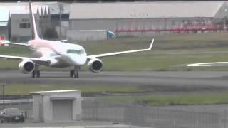 速報 MRJ(Mitsubishi Regional Jet) 走行テスト開始