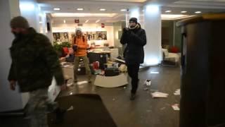 Новое видео погрома Альфа-банка в Киеве(Видео погрома офиса Альфа-Банка в центре Киева, 20 февраля 2015 года., 2016-02-20T14:20:04.000Z)
