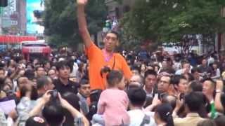 Längster Mann der Welt besucht China 1